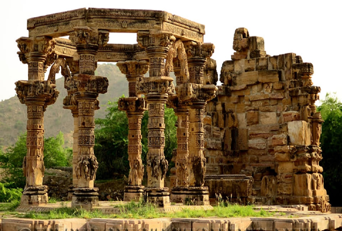Know About Mysterious Kiradu Temple Where People Do Not Stop At Night -  अजब-गजब: कहानी राजस्थान के एक रहस्यमय मंदिर की, जहां रात के समय भूलकर भी  नहीं रुकते हैं लोग -