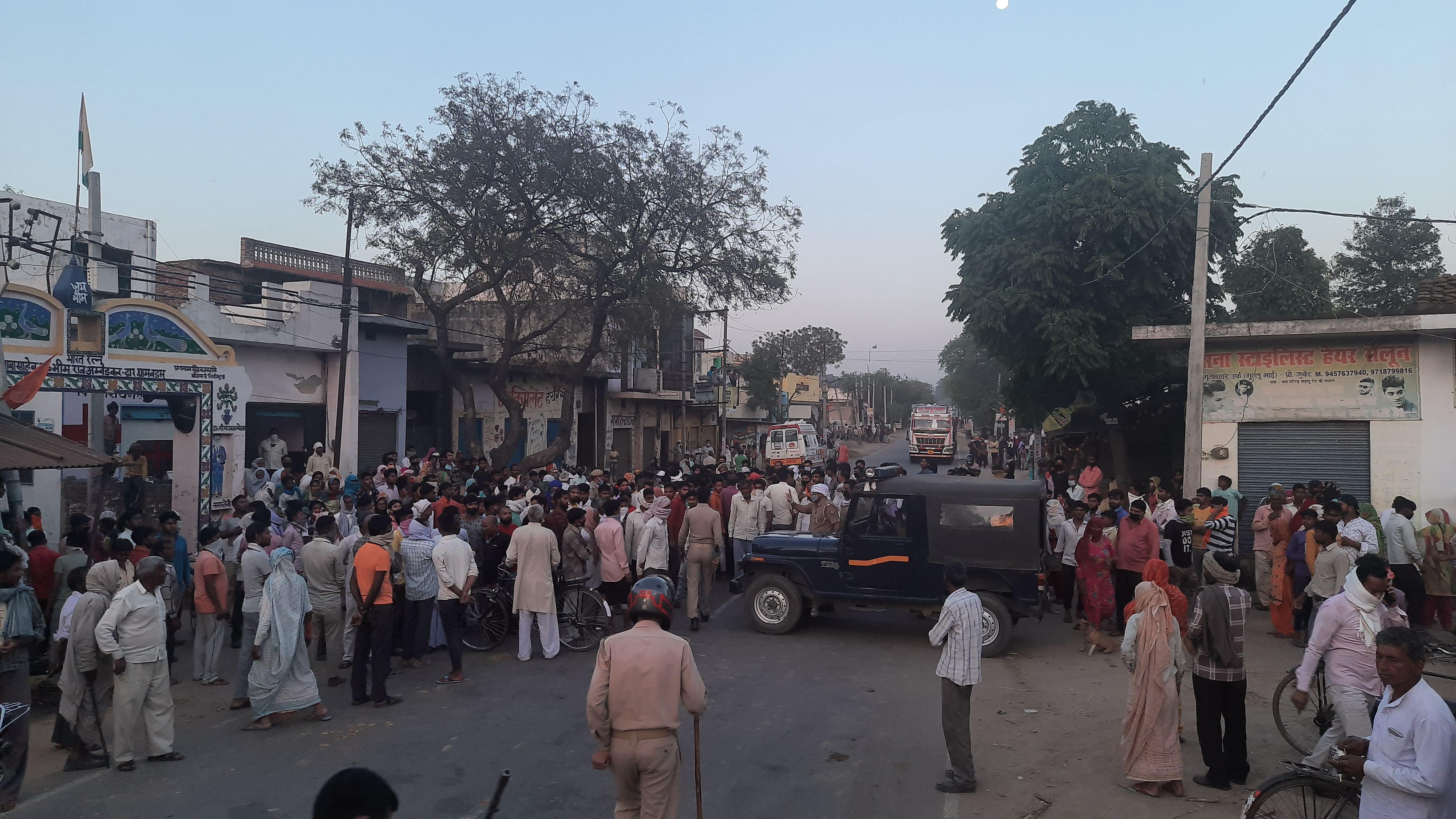 रतनपुरी के गांव बड़सू में  किसान चंद्रपाल की हत्या को लेकर एकत्र ग्रामीणों की भीड़ व  पुलिस बल मौज?