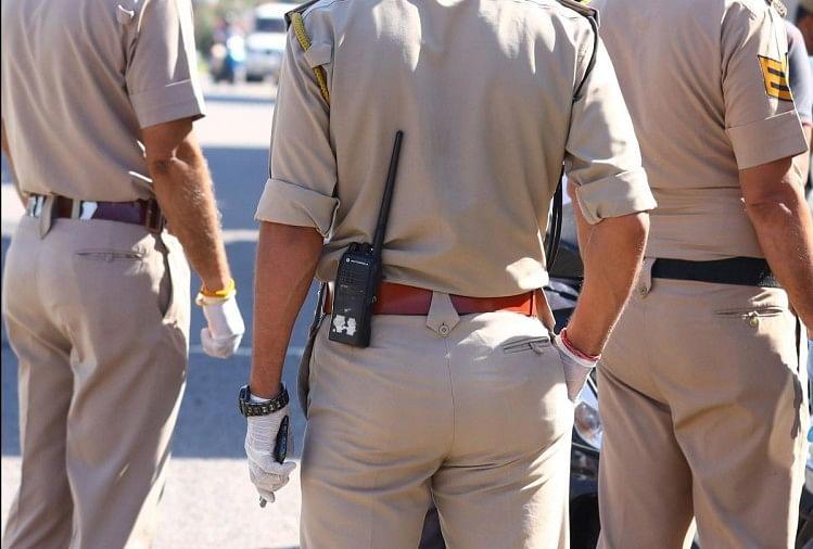 राजनेता और खनन माफिया के बीच क्या है संबंध ? पुलिस अफसर पर क्यों बना रहा है दबाव ?