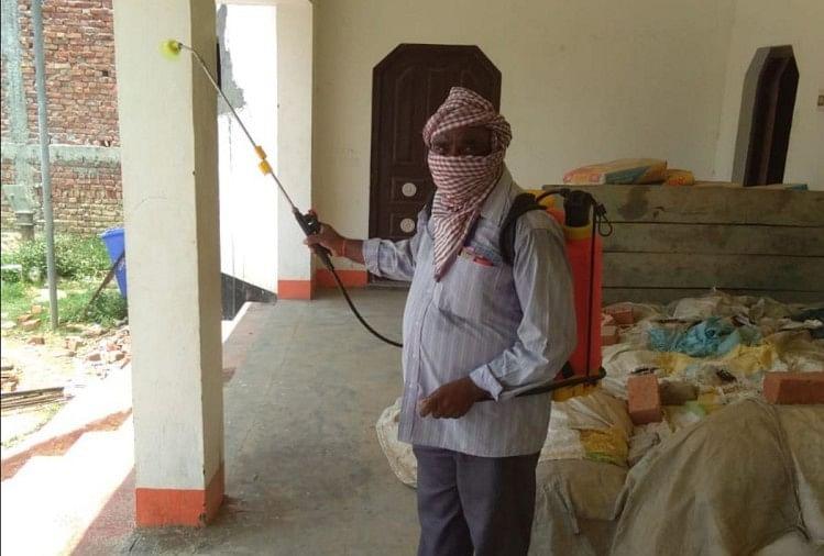गोरखपुर जिले में कोरोना संक्रमितों के मिलने के बाद प्रशासन पूरी तरह से अलर्ट हो गई है। हर जगह सतर्कता बढ़ा दी गई है।