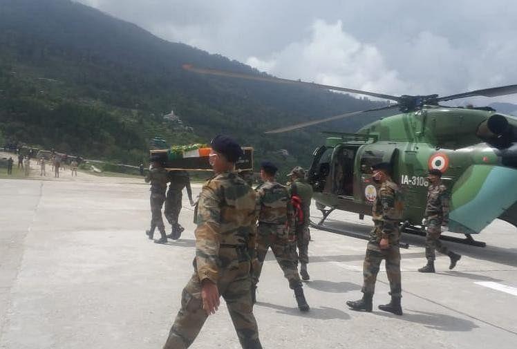 उत्तरी कश्मीर के बारामुला के उड़ी और रामपुर सेक्टर में पाकिस्तानी गोलाबारी में शहीद उत्तराखंड के लाल नायक शंकर और गोकर्ण सिंह के पार्थिव शरीर आज घर पहुंचेंगे।