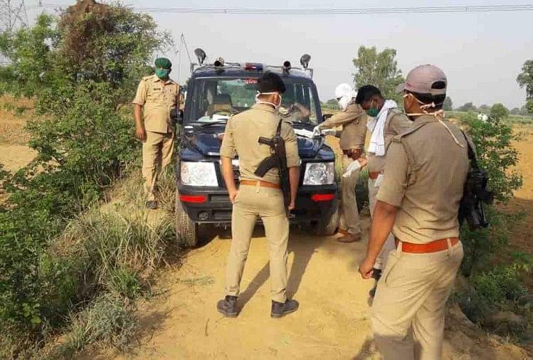 उत्तर प्रदेश के औरैया में हॉटस्पॉट घोषित क्षेत्र हालेपुर गांव में क्वारंटीन होने के डर से कोरोना संक्रमित पाए गएमरीज के पड़ोसी लज्जाराम कठेरिया (55) ने शनिवार रात पेड़ पर फंदे से लटक आत्महत्या कर ली।