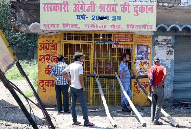 लॉकडाउन तीन में शुरू हुई शराब की बिक्री ने एक दिन में सारे पुराने रिकार्ड ध्वस्त कर दिए। एक अनुमान के मुताबिक प्रदेश में लगभग 300 करोड़ रुपये की शराब की बिक्री हुई।