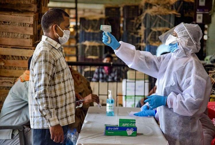 इतने दिनों की मशक्कत के बाद स्वास्थ्य विभाग को हजियापुर इलाके के कोरोना संक्रमित मरीज की मौत के बारे में अहम सुराग हाथ लगे हैं।