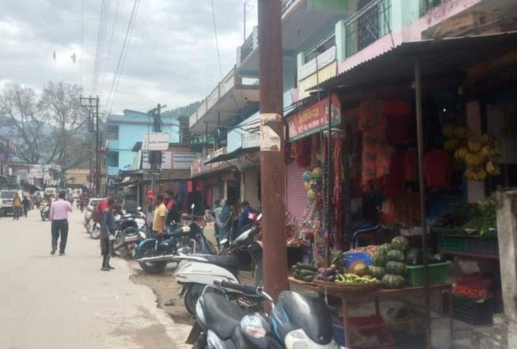 हालात में सुधार के बावजूद रेड जोन में शामिल हरिद्वार जिले को लोगों को भी आज से बड़ी राहत मिलेगी।