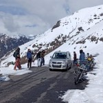 fresh snowfall in rohtang BRO clearing snow on Manali Leh road