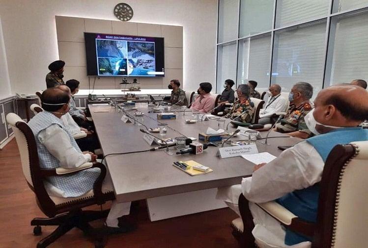 राजनाथ सिंह ने उच्च स्तरीय बैठक की। (फाइल फोटो)