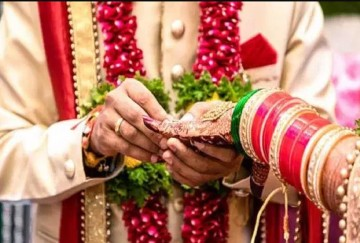 Girl from Kanpur got love marriage in a temple in Azamgarh