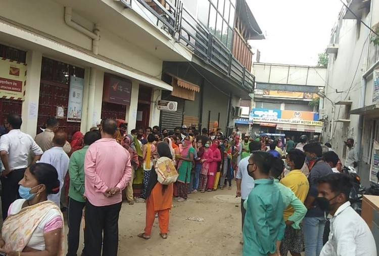 Lockdown in Uttarakhand News Update: huge rush out of post office with out social distancing