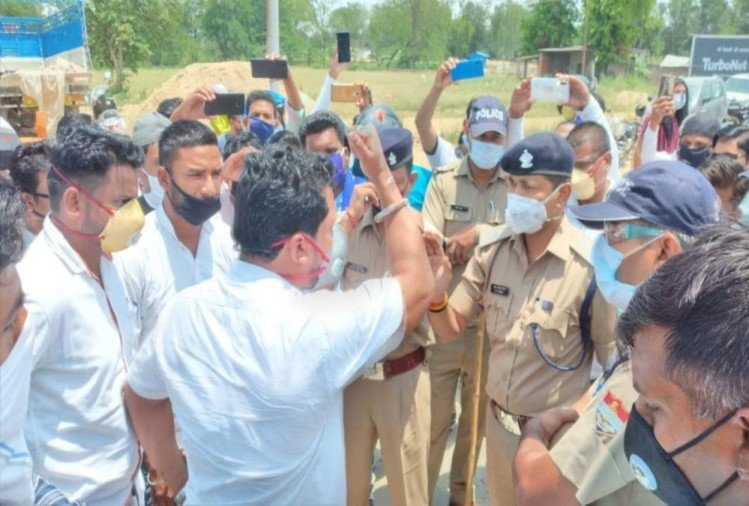 Unlock -1 in uttarakhand : Bhim Army Chief Chandrashekhar Arrives haridwar without Pass, Party Workers Ruckus with police