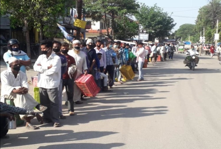 Coronavirus In Uttarakhand: dehradun traders gone to haridwar mandi for Buying vegetables, and stay in long line