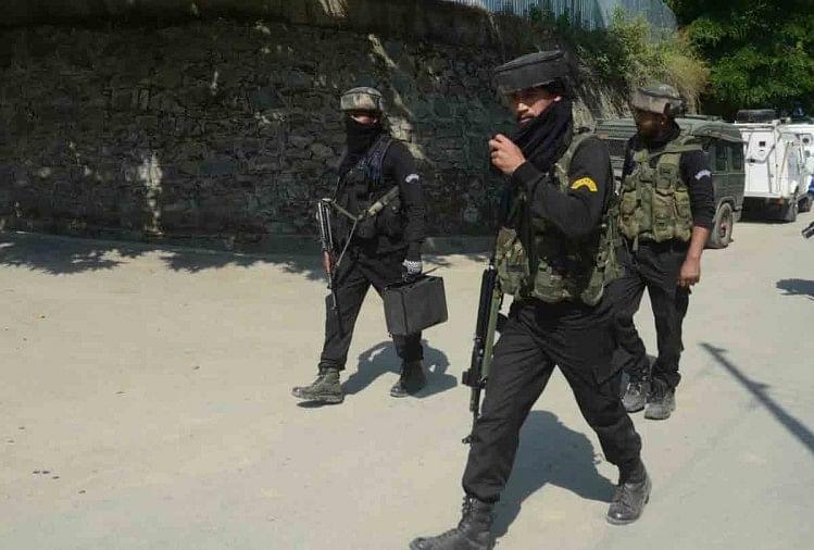 सुरक्षाबलों ने मुठभेड़ में सुरक्षाबलों ने मार गिराए चार आतंकी, तलाशी अभियान जारी