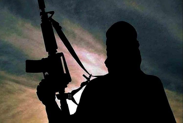 जैश का मददगार त्राल से गिरफ्तार, हथियार बरामद