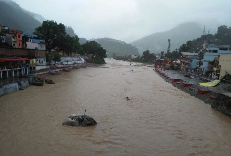 monsoon 2020 : rainfall in uttarakhand, river over flow, rain water enter in house, photos