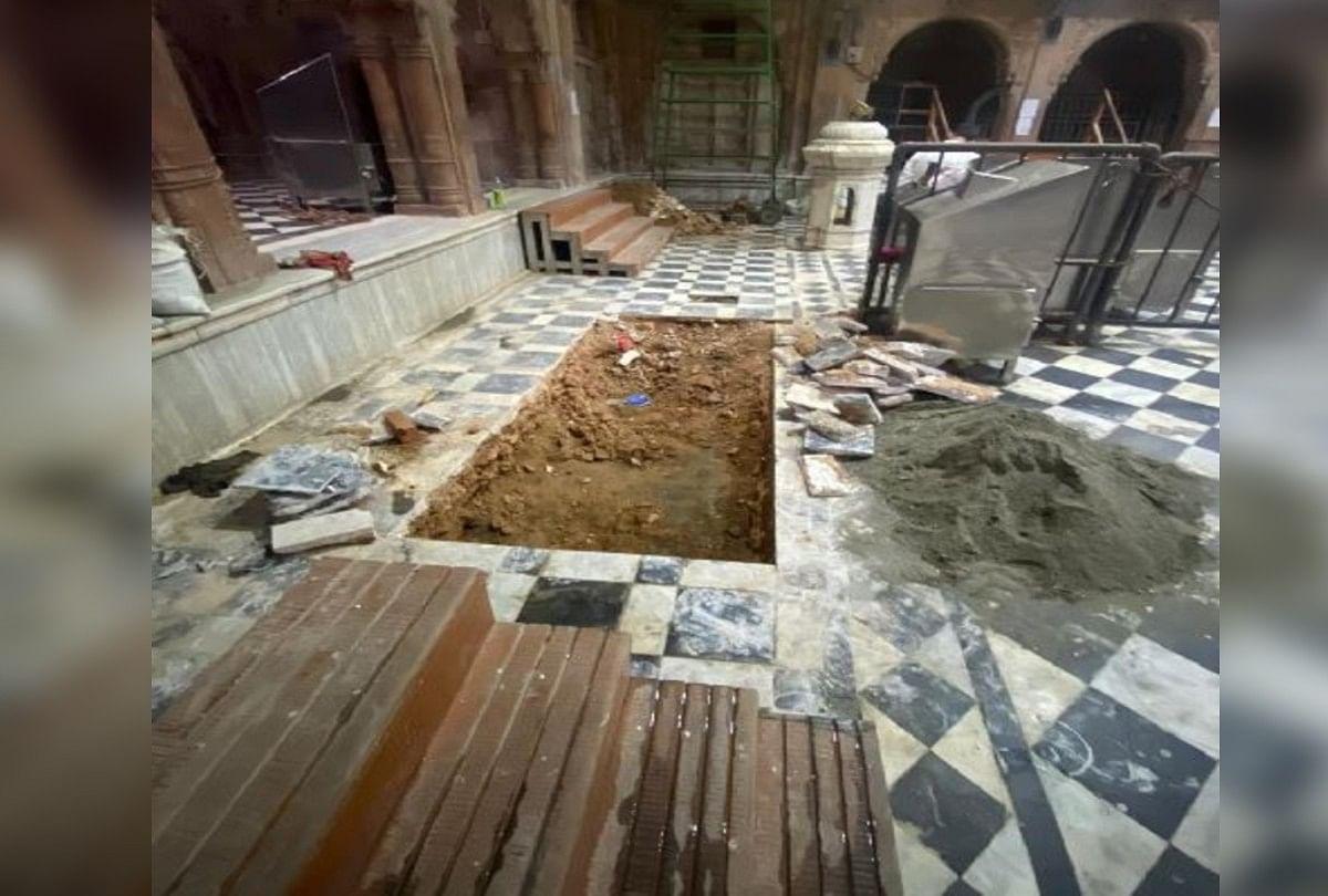 बांकेबिहारी मंदिर के आंगन का धंसा फर्श (फाइल)