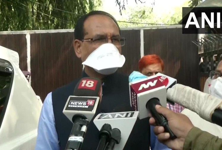 विभागों के बंटवारे पर पेंच बरकरार : दिल्ली से भोपाल पहुंचे शिवराज, कांग्रेस ने उठाए सवाल