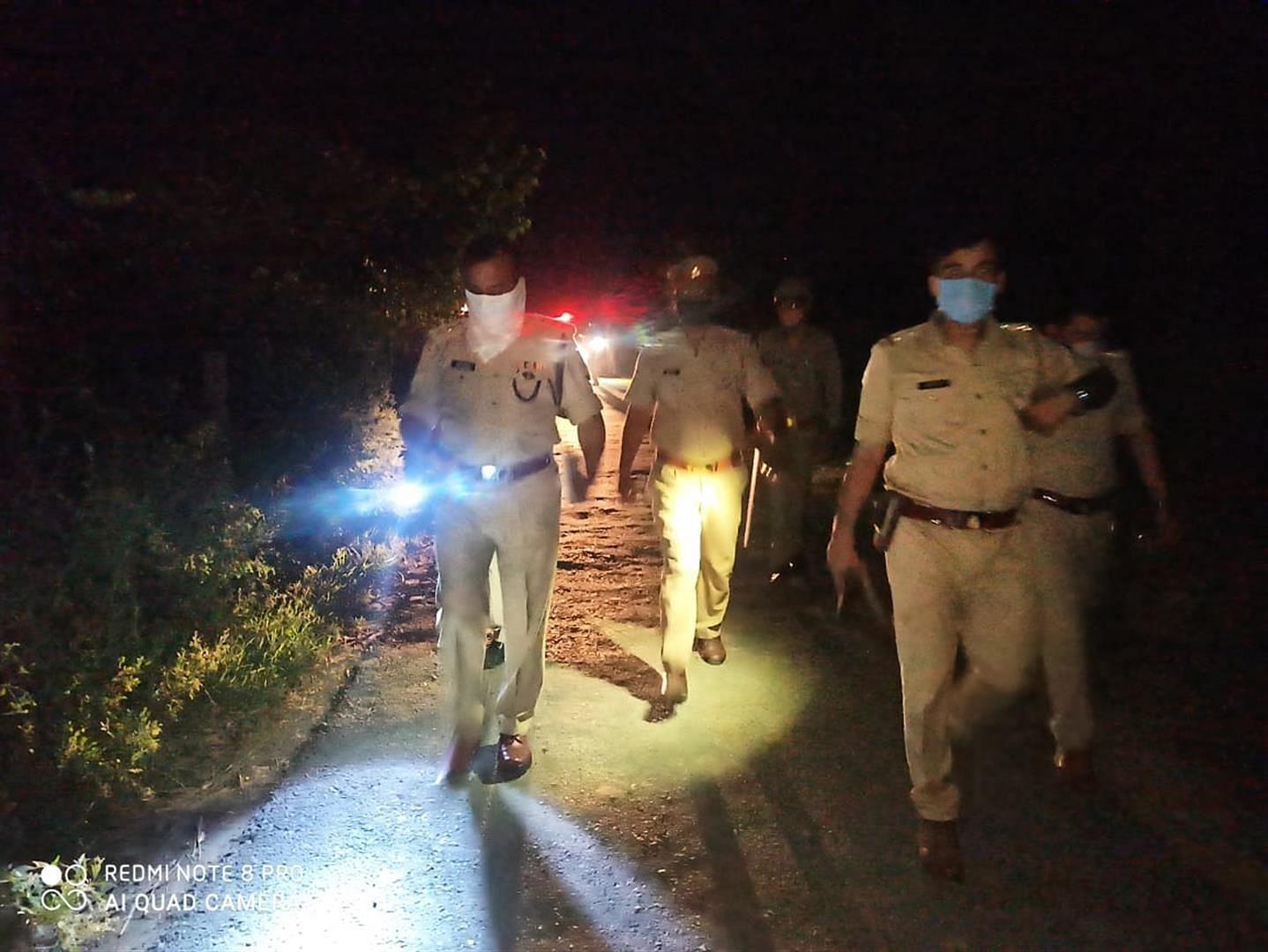 जवां में मुठभेड़ के बाद मौके पर मौजूद पुलिस।