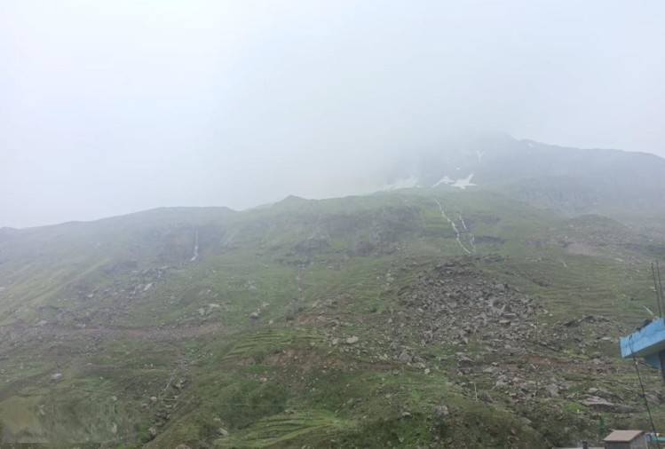 हिमाचल: रोहतांग में हल्का हिमपात, शिमला-कुल्लू में झमाझम बारिश