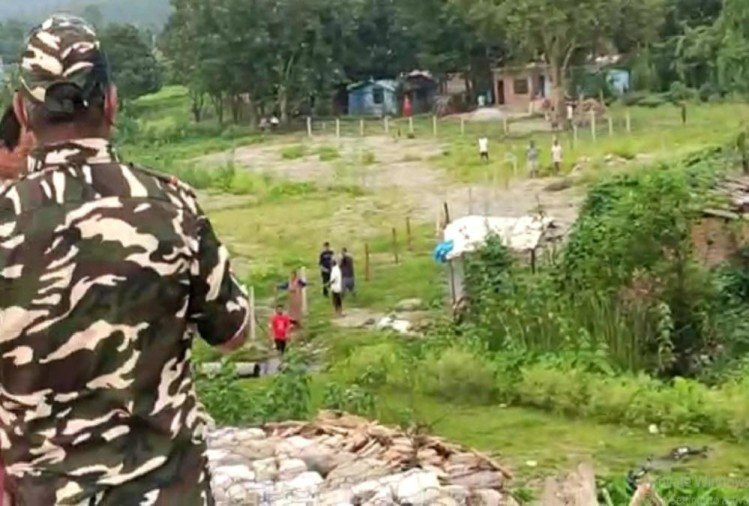 India nepal Dispute: Nepali citizen Tried to do wire fencing on Border Area Disputed No man's land