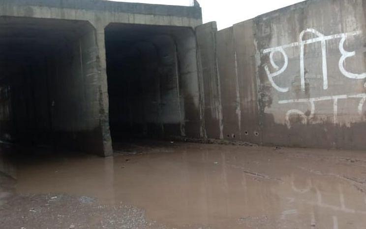 थानाभवन रेलवे अंडरपास में भरा पानी