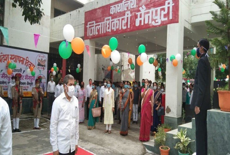मैनपुरी कलेक्ट्रेट में मनाया गया स्वतंत्रता दिवस