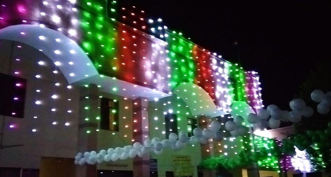 शामली में स्वतंत्रता दिवस की पूर्व संध्या पर सजा कलक्ट्रेट भवन।