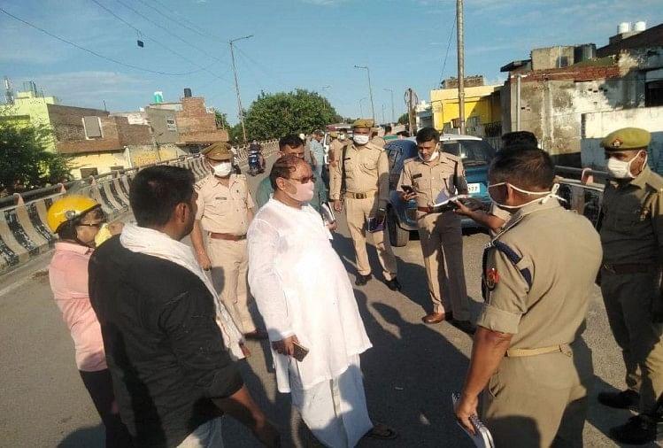 घटनास्थल पर पुलिस (वारदात वाले दिन की तस्वीर)
