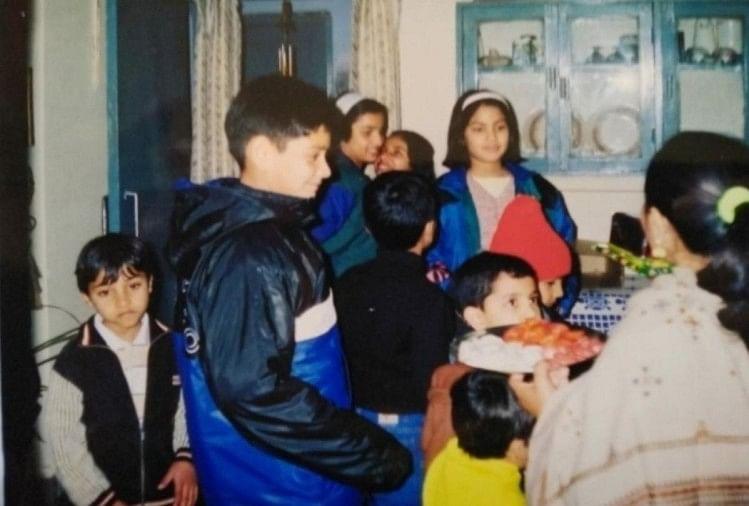 Rhea Chakraborty Read In Agra St. Clairs School Know About Childhood - आगरा के स्कूल में हुई थी रिया चक्रवर्ती की पढ़ाई, चुलबुलापन आज भी याद करते हैं बचपन के दोस्त ,