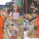 Baba Ramdev convoy Stop suddenly in tehri market for shopping Special Pahadi product