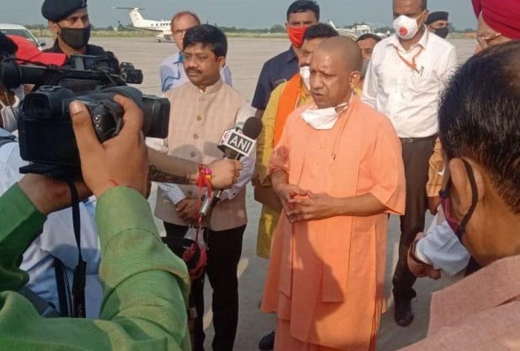 Cm Yogi Adityanath Visit In Kushinagar Airport - कुशीनगर एयरपोर्ट का  निरीक्षण करने पहुंचे सीएम योगी, बोले- आजादी के 73 साल बाद पूरा हुआ 25 वषों  की मांग - Amar Ujala Hindi News ...