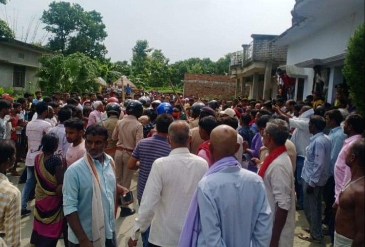 Gorakhpur Double Murder News: Miscreants Shot Dead A Person In Kushinagar -  डबल मर्डर: युवक की हत्या कर भाग रहे थे बदमाश, पुलिस की मौजूदगी में भीड़ ने  उतारा मौत के घाट -