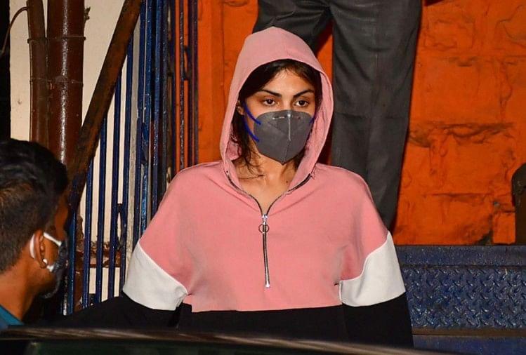 रिया चक्रवर्ती ने अपनी नई जमानत याचिका में खुद को निर्दोष बताया, एनसीबी ने कहा ' अपराध कबूलने का दबाव '