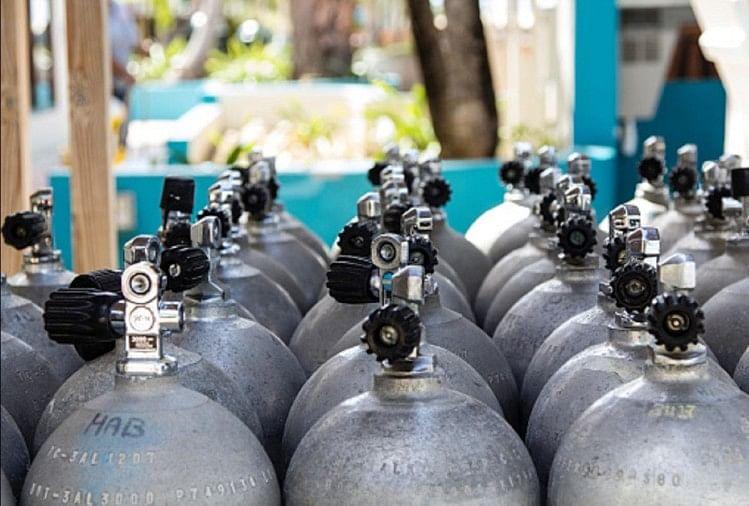 Oxygen Crisis, No 24-hour Backup In Hallet, Increased Consumption As Corona  Patients Increase - आक्सीजन का संकट, संक्रमितों की फूली सांसें, हैलट में 24  घंटे का बैकअप नहीं, कोरोना रोगी ...