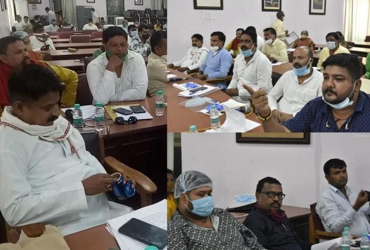 Pics of Lucknow Nagar Nigam during meeting on Budget.