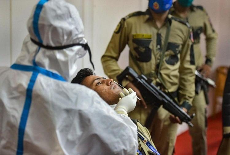 नए कोरोना का खौफ: लंदन से दिल्ली लौटे विमान में संक्रमित मिले पांच यात्री और क्रू सदस्य