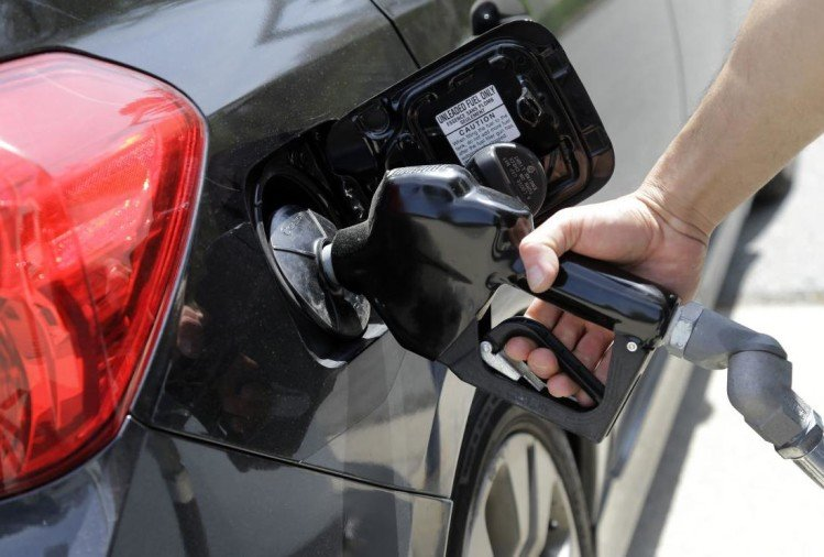 जानें मिश्रित पेट्रोल के बारे में सबकुछ, क्या जाम कर सकता है गाड़ी का इंजन?