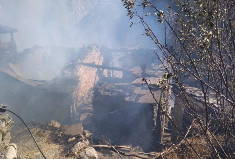 Uttarakhand: Fire Destroys Chamoli District Five House Due to High tension Line Short Circuit, Photos