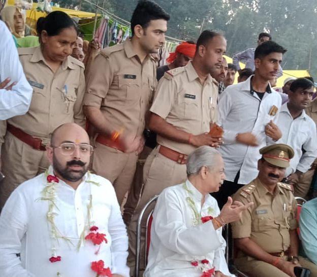 कमलापुर में रामलीला देखते राजा कसमंडा (फाइल फोटो)।