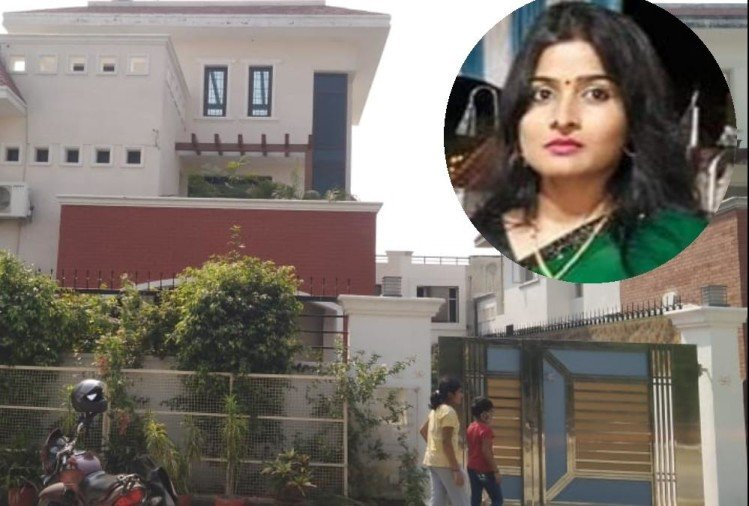 DIG Chandra Prakash wife commits suicide, no suicide note found.
