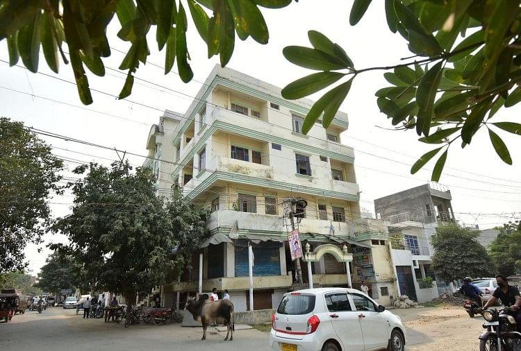 prayagraj news : विधायक विजय मिश्रा का पांच मंजिला भवन।