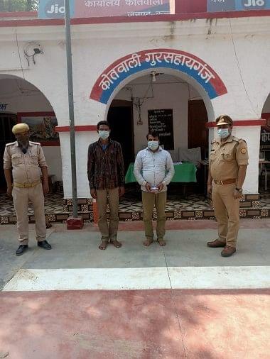 पुलिस की गिरफ्त में ठगी के आरोपी लालाराम और अर्जुन सोलंकी।