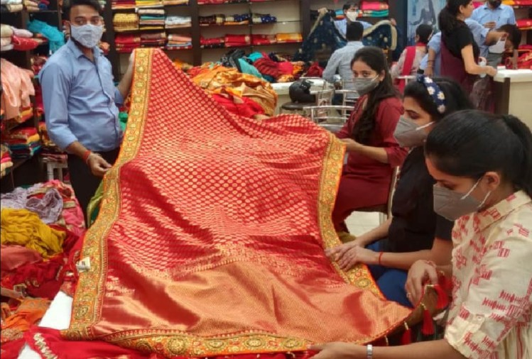 people are buying dresses for festivals and marriage in lucknow