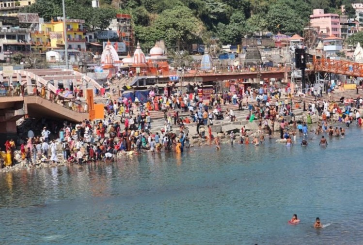 Sharad Purnima 2020: Devotees doing Ganga Snan in har ki pauri, Photos