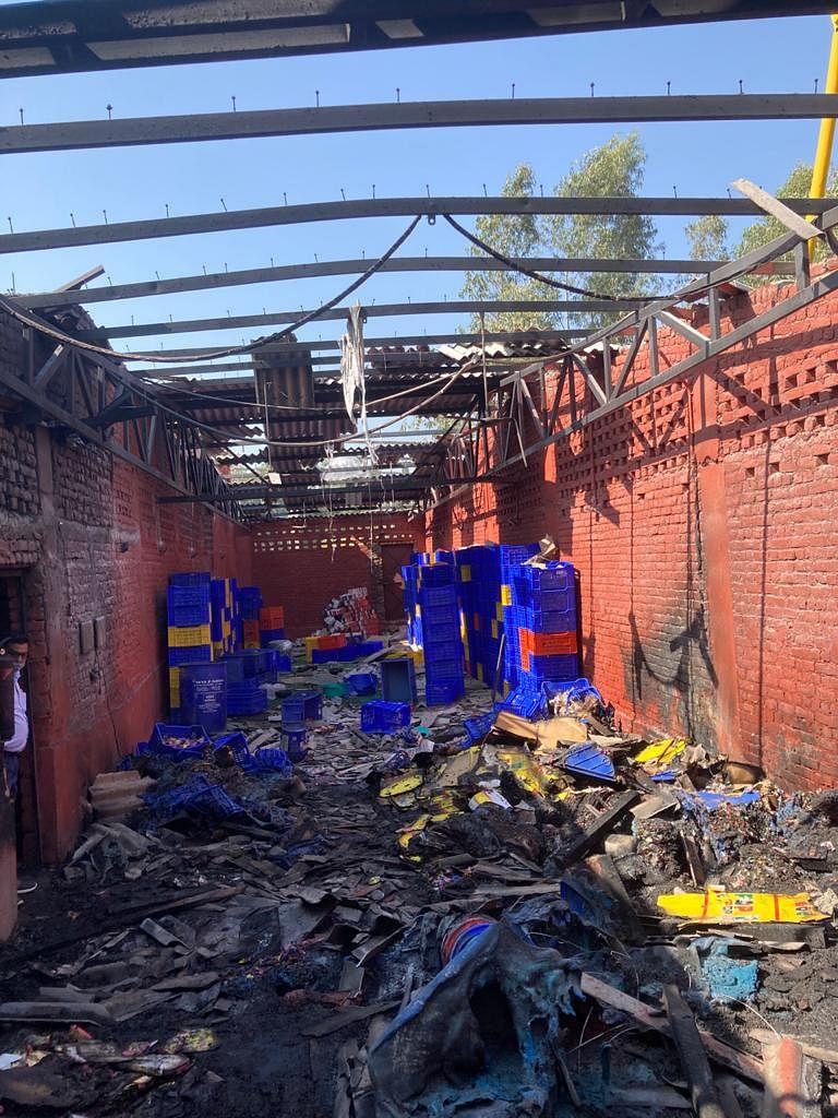 सहारनपुर: पटाखा फैक्ट्री के गोदाम की विस्फोट से उड़ी टीन की छत