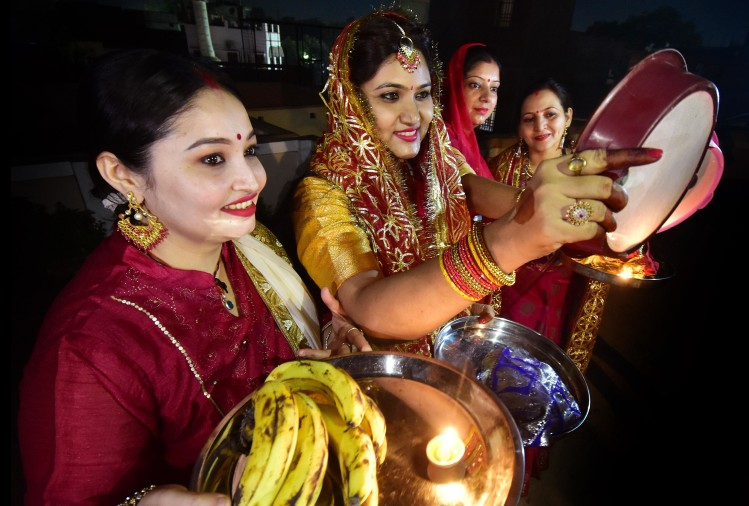 karwa chauth celebration in prayagraj