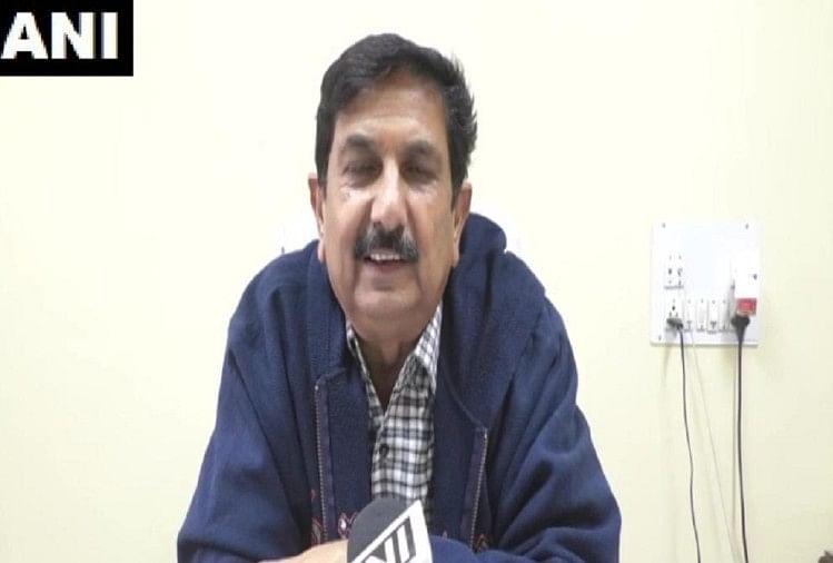 पोल्ट्री फार्म मालिक का दावा, महेंद्र सिंह धोनी ने दो 2000 चूजों की मांग की है
