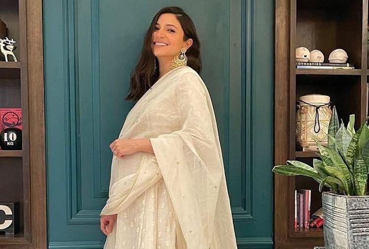 मैटरनिटी फैशन के मामले में अनुष्का शर्मा ने मारी बाजी, सुपरफिट लुक में इस ड्रेस में आईं नजर