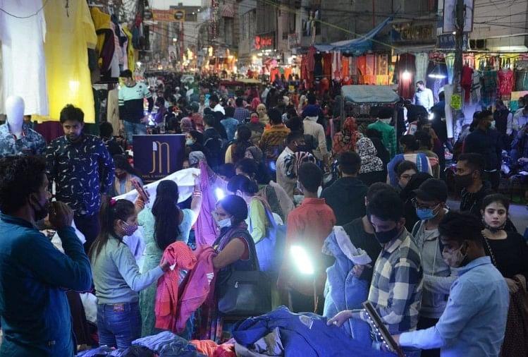 Due To Corona Situation Lockdown In Delhi Markets Will Be Considered:  Health Ministry - कोरोना की स्थिति देखते हुए दिल्ली के बाजारों में लॉकडाउन  पर होगा विचार : स्वास्थ्य ...