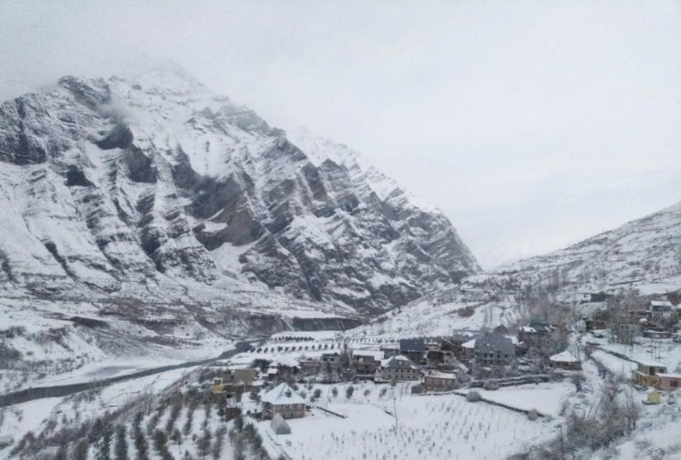 himachal weather update: fresh snowfall in lahaul rain in shimla and manali leh highway closed