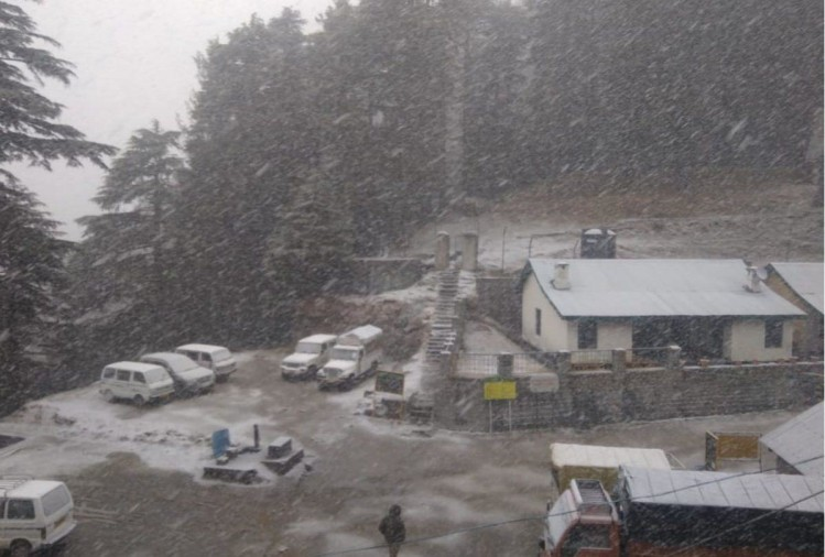 fresh snowfall in Khajjiar  hill station lahaul dhundi in himachal pradesh